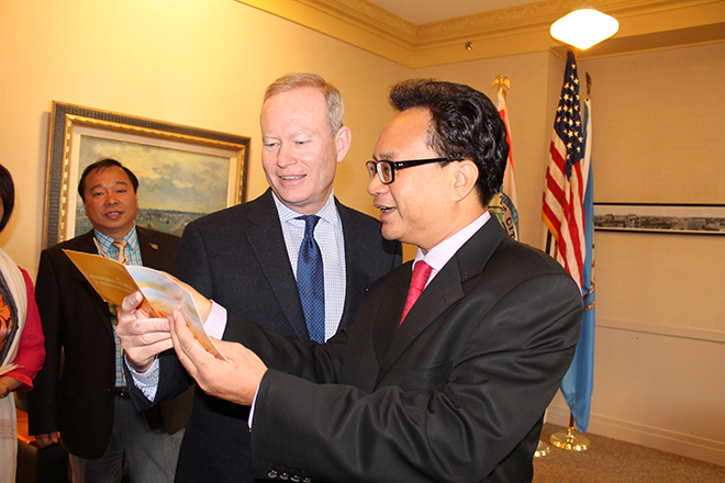 Mayor Mick Cornett meets with a delegation member from Haikou, China. Photo courtesy of Sister Cities OKC.